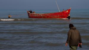 October marks the beginning of the seven-month bony fish season when over Iranian 10,000 fishermen brave the cold water and unforgiving Siberian High to fish Caspian kutum, using traditional ″pareh″ or beach seine nets. Kargar Co-operative in Farhabad, about 350 kilometres from the capital Tehran, is one of 122 active fishing co-operatives in northern Iran