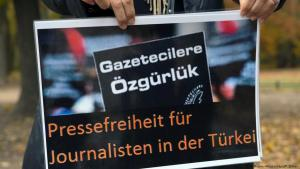Demonstrating for freedom of the press in Turkey (photo: dpa/picture-alliance)