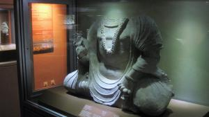 Headless Buddha in the Afghan National Museum (photo: Emran Feroz)
