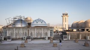 View of the Makki Mosque roof. In the foreground a student from the Jamiah Darul Uloom University is seen using his mobile. In the background is one of the minarets which the authorities recently had shortened (photo: Philipp Breu)