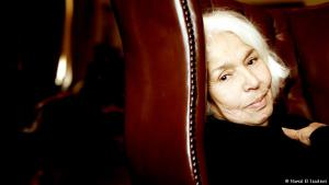 """The need for real freedom in Egypt: the book opens with Nawal El Saadawi, an Egyptian physician, author and well-known women′s rights advocate. She explains why Middle Eastern women have so far failed to make a breakthrough in their fight: """"Women can′t be liberated under the patriarchal, imperialistic and militaristic system that determines our lives now. We are governed by power, not justice; by false democracy, not real freedom"""""""