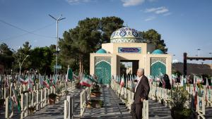A man stands in the martyrs' section of Isfahan cemetery (photo: Philipp Breu)
