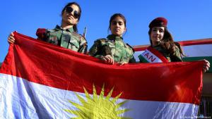 Girls wave the flag of Kurdistan on Flag Day in the regional capital of Arbil, Iraq, 17.12.2014 (photo: Safin Hamed/AFP/Getty Images)