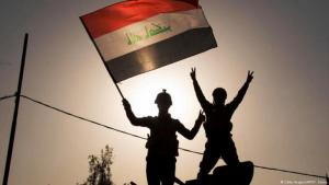 Iraqi soldiers celebrate the re-capture of Mosul (photo: Getty Images/AFP/F. Senna)