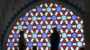 Stained glass window in Berlin′s Sehitlik Mosque (photo: dpa)