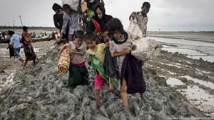 Members of a Rohingya family make their way across a muddy field in Teknaf, Bangladesh, having fled Myanmar (photo: picture-alliance/dpa/Zumawire/Km Asad)