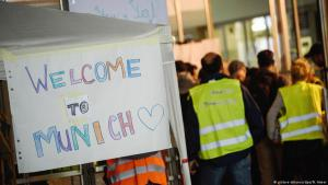 It is two years since the summer of Germany′s open-door policy: volunteers assist refugees arriving at Munich railway station on 5 September 2015 (photo: picture-alliance/dpa)