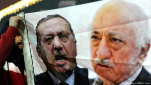 Turks hold up a banner bearing the faces of Recep Tayyip Erdogan and Fethullah Gulen (photo: Getty Images/AFP/O. Kose)