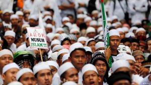 Supporters of the Islamic Defenders Front (FPI) demonstrate against Jakarta's Christian governor Basuki 'Ahok' Tjahaja Purnama, accused of blasphemy, November 2016 (photo: Reuters)