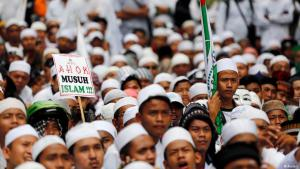 Supporters of the Islamic Defenders Front (FPI) demonstrate against Jakarta's Christian governor Basuki 'Ahok' Tjahaja Purnama, accused of blasphemy, November 2016 (photo: Reuters)