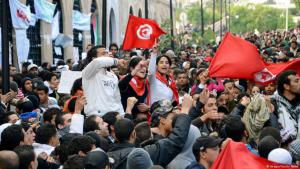 Young Tunisians protesting (photo: Imago/Kyodo News)