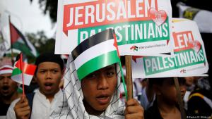 Muslims in Indonesia protest against Trump's decision to recognise Jerusalem as the Israeli capital (photo: Reuters/D. Whiteside)