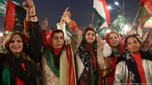 Supporters of Pakistani opposition parties PAT, PPP and PTI at a joint justice demonstration in Lahore on 17.01.2018, protesting the 2014 Model Town tragedy (photo: picture-alliance/ZUMA PRESS/R. Sajid Hussain)