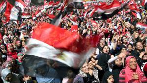 Demonstrating against dictator Hosni Mubarak on Cairo′s Tahrir Square in 2011 (photo: dpa)