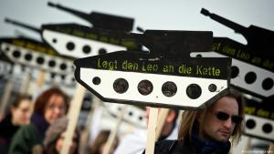 Demonstration against German arms exports in front of the German Parliament in Berlin (photo: dpa/picture-alliance)