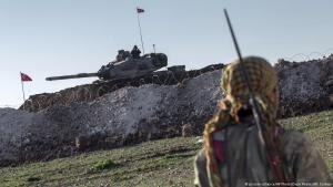 Archive image: Syrian Kurdish YPG militia member patrols near a Turkish army tank during the construction by Turks of an Ottoman tomb near Esme in Aleppo province, Syria, on 22.02.2015 (photo: picture-alliance/AP Photo/Depo Photos/M. Corban