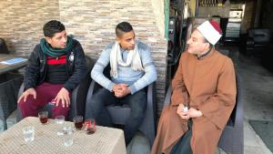 Al-Azhar sheikh chatting in a coffee house with young people in Cairo′s Sharabiya quarter (photo: Karim El-Gawhary)