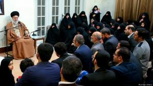 Iran′s revolutionary leader Ali Khamenei speaks to relatives of the martyr families in Tehran (photo: picture-alliance)