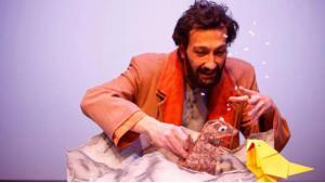 Soubhi Shami plays Elsewhere Bird (source: Theater der Jungen Welt, Leipzig)