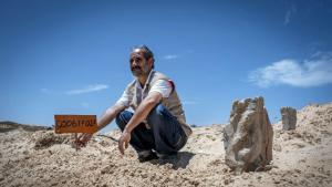 Volunteer grave-digger Chemseddine Marzoug (photo: AFP)