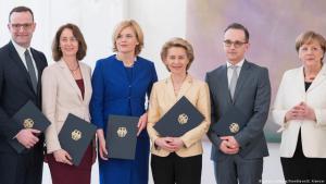 The German Cabinet: Spahn   Barley   Klockner   von der Leyen   Maas   Merkel (photo: picture-alliance/Sven Simon/E. Kremser)