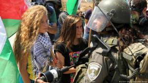 Palestinian activist Ahed Tamimi during a demonstration against the building of new settlements in the West Bank in September 2015 (photo: picture-alliance/abaca/AA)