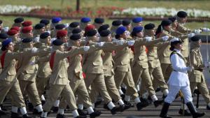 Frauenparade pakistanischer Soldatinnen in Islamabad; Foto: AFP