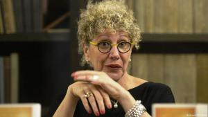 """Israeli author Lizzie Doron presents her book """"Who the Fuck Is Kafka"""" during the press conference in Prague, Czech Republic, November 8, 2016 (photo: Imago/CTK Photo)"""