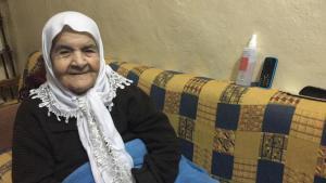 Hafida Khatib in her flat in the Palestinian refugee camp Burj el-Barajneh, Lebanon (photo: Diana Hodali/DW)