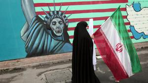 Iranian woman in front of the former U.S. embassy in Tehran (photo: AFP/Behrouz Mehri)