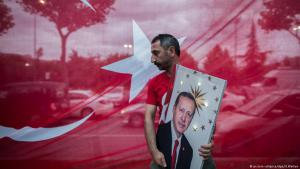 Erdogan supporter at an election rally in Istanbul on 24 June 2018 (photo: picture-alliance/dpa)
