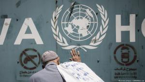 An elderly protester seen banging on the gate of the UN Relief and Works Agency for Palestine Refugees in the Near East (UNRWA) office in Gaza on 31 July 2018 (photo: picture alliance/ZUMAPRESS.com)
