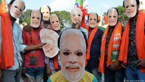 Mask-wearing Modi supporters celebrate four years in power (photo: Getty Images/AFP/M. Kiran)