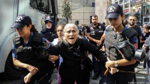 Emine Ocak, a member of Saturday Mothers Turkish group is detained by Turkish female riot police during a demonstration on 25 August 2018 in Istanbul (photo: Getty Images/AFP/H. Tunc)