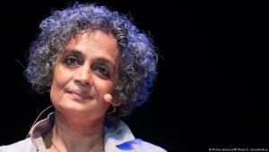 Novelist and activist Arundhati Roy (photo: picture-alliance/ANSA/G. Onorati)