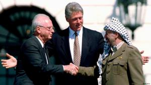 Former U.S. President Bill Clinton gestures as then Israeli Prime Minister Yitzhak Rabin (left) and then PLO Chairman Yasser Arafat shake hands after signing the Israeli-PLO peace accord, at the White House, in this 13 September 1993 file picture. Twenty-five years after the late Israeli and Palestinian leaders met on a sun-soaked White House lawn, hopes that their historic encounter would lead to peace have faded along with photographs of their hesitant handshake (photo: Reuters)