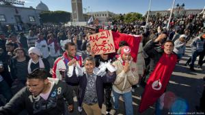 The spark that caused the Arabellion: Tunisian young people protest for more social equality and the end of the Ben-Ali dictatorship in Tunis in January 2011, following the suicide of Tunisian greengrocer Mohamed Bouazizi (photo: picture-alliance/abaca)