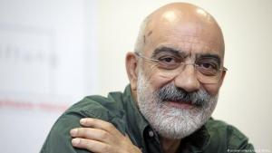 Archive photo: Turkish journalist and author Ahmet Altan attends a press conference having been awarded the 2009 Leipzig Media Prize, 08.10.2009 (photo: picture-alliance/dpa/J. Woitas)