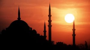 Sun behind the minarets of Istanbul (photo: dpa)