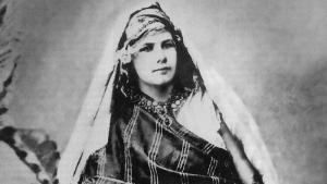 Isabelle Eberhardt ca. 1900 in the Sahara desert (source: Wikipedia)