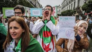 Demonstrators in Algiers protesting against Bouteflika in February 2019 (photo: picture alliance/dpa/F. Baticha)