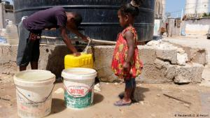 Lack of basic necessities: a health system crisis is looming in Libya. The western parts of the country in particular are running out of drinkable water. 101 of 149 conduits of the water supply system have already been destroyed in the wake of recent fighting