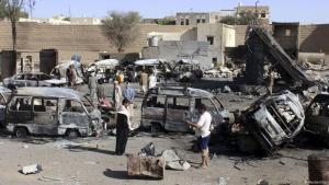 Burnt-out vehicles are seen at a gas station after it was hit by an air strike in Yemen's northwestern city of Saada 16 April 2015 (photo: Reuters/Str)