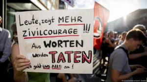 """People, show more civil courage!!! Words become deeds. None of us can afford to turn a blind eye!"": Demonstrating against right-wing violence in June 2019 in Berlin (photo: picture-alliance/dpa/C. Soeder)"