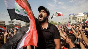 Protesters at an anti-government demonstration on 1 October 2019 in Baghdad (photo: picture-alliance/dpa)