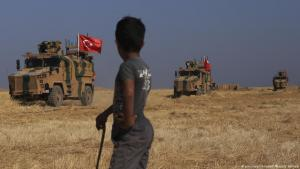 Turkish military vehicles advance in northern Syria (photo: picture-alliance/AP)