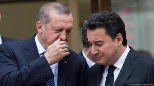 Turkish President Recep Tayyip Erdogan chats with Deputy Prime Minister Ali Babacan in Istanbul on 29 May 2015 (photo: EPA/SEDAT SUNA)