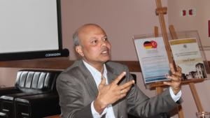 Author and environmental expert Tariq M. Quadir speaks at 2015-2016 ACI Conference Series in Turkey (source: www.medit.2.fsm.edu.tr; Fatih Sultan Mehmet Vakif Universitesi)