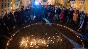 Following the attack in Hanau: vigil for the victims (photo: picture-alliance/dpa/P. Kneffel)