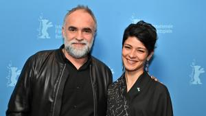 Director Karim Ainouz with the film's female protagonist Nardjes Asli (source: Berlinale 2020)